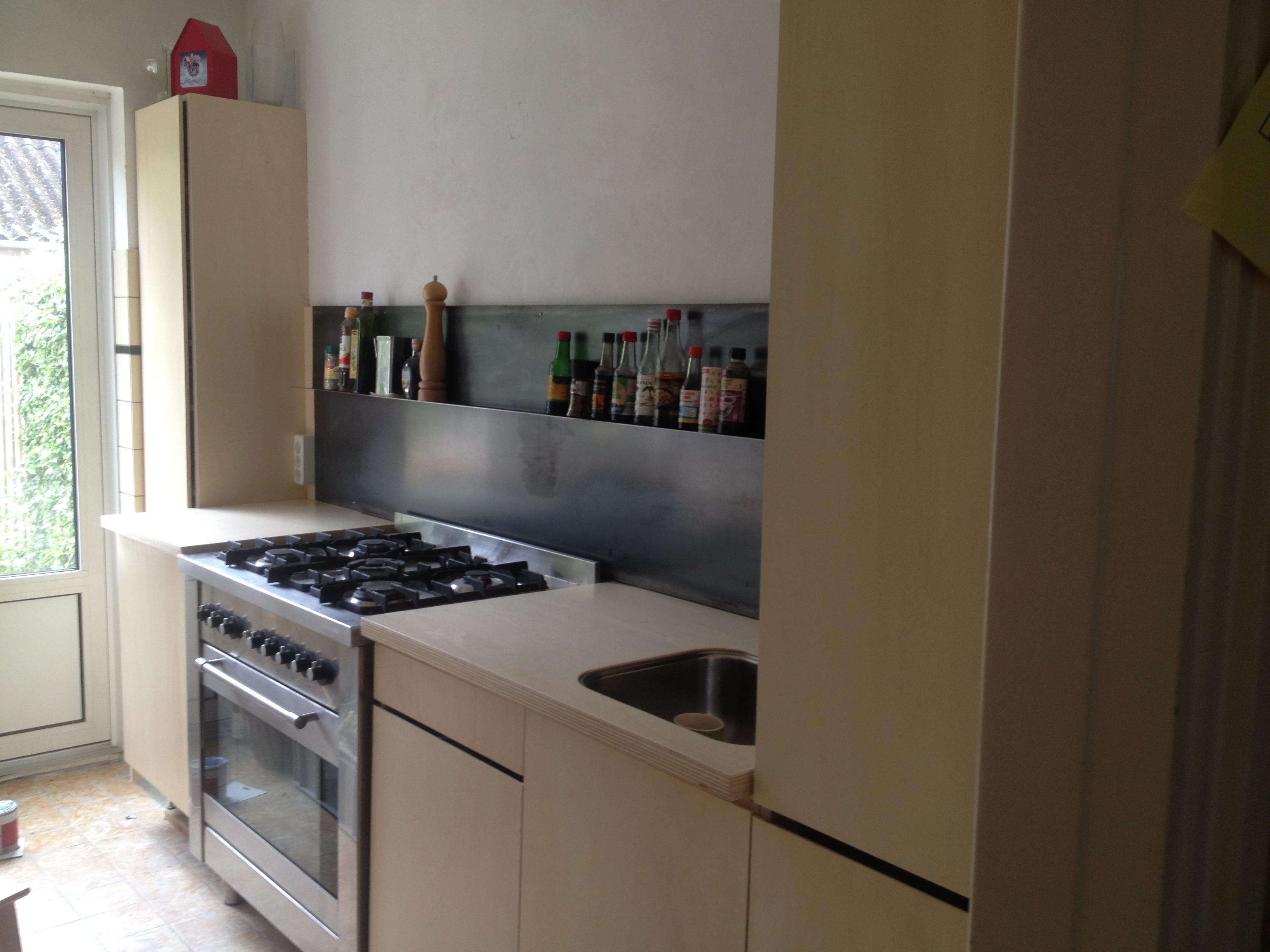 keuken van populieren multiplex in combinatie met staal